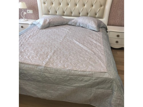 Атласное покрывало на кровать стеганое евро 230х250 Bluedream Grey 180104 180104 от ALLTEX в интернет-магазине PannaTeks