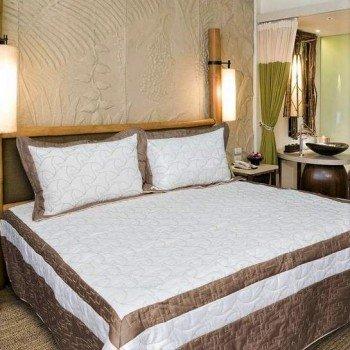 Атласное покрывало на кровать стеганое евро 230х250 Bluedream Cream 180101