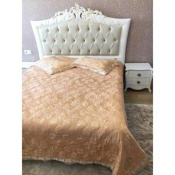 Атласное покрывало на кровать стеганое Cavalli Жаккард 146200 с узорами