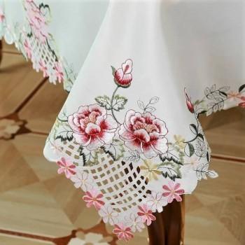 Атласная скатерть круглая/прямоугольная с вышивкой Алиса фото 1
