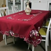 Атласная скатерть круглая/прямоугольная красная с вышивкой Глория