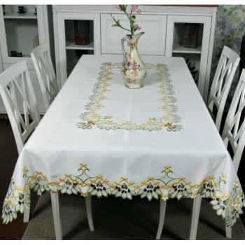 Атласная скатерть на стол прямоугольная с вышивкой Первоцвет фото 1
