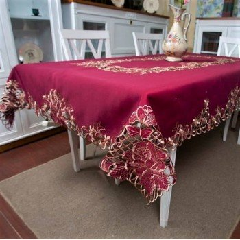 Атласная скатерть на стол с вышивкой прямоугольная 103014