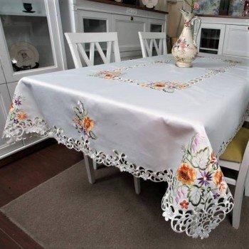 Атласная скатерть прямоугольная белая с вышивкой 26440