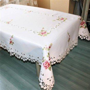 Атласная скатерть прямоугольная белая с вышивкой 3053