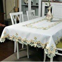 Атласная скатерть на стол прямоугольная с вышивкой Первоцвет