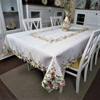 Атласная скатерть на стол круглая/прямоугольная с вышивкой Фиалка