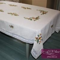 Льняная скатерть с вышивкой и кружевом 012