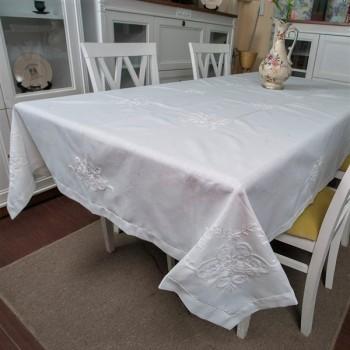 Льняная скатерть на кухонный стол с вышивкой 303