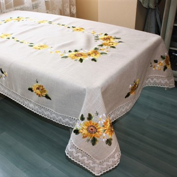 Скатерть льняная с вышивкой и кружевом 7065