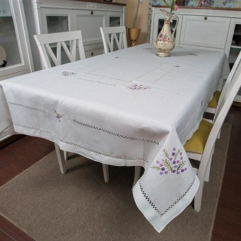 Льняная скатерть на стол с вышивкой GH-007