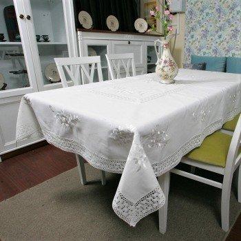 Льняная скатерть с вышивкой и кружевом 112-5 белая