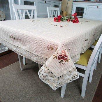 Льняная скатерть с вышивкой и кружевом 2800