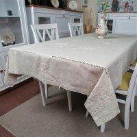 Льняная скатерть на стол с вышивкой 305