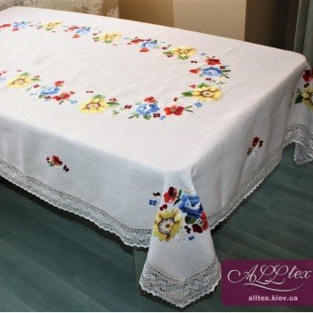 Льняная скатерть с вышивкой и кружевом 4055