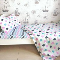 Детское постельное белье в кроватку поплин Звезды-прянички розовые